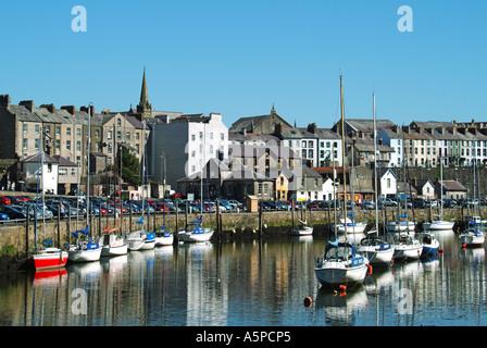Caernarfon riverside buildings with boats at moorings - Stock Photo