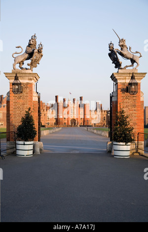 Main Entrance gate with drive leading to the Central Gatehouse, West Front, of Hampton Court Palace. UK - Stock Photo