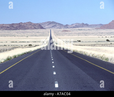 The N14 road in South Africa's Northern Cape province. - Stock Photo
