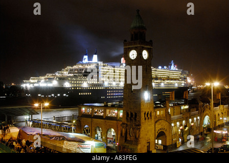 The cruise ship 'Queen Mary II' while docking into the dry dock of the shipyard Blohm + Voss in Hamburg, Germany - Stock Photo
