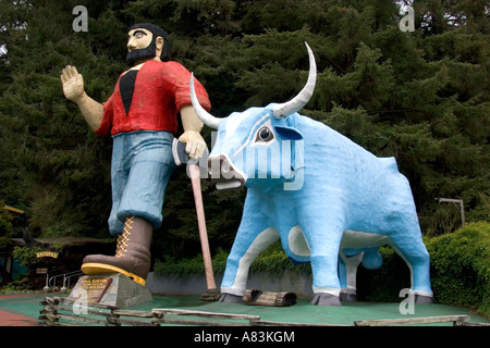 Giant statues of Paul Bunyan and Babe the Blue Ox guard the entrance of Trees of Mystery in Klamath California - Stock Photo