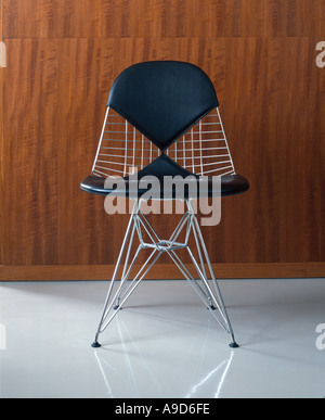 Small apartment with African collection. DKR Wire Base Chair with bikini pad by Charles and Ray Eames (1951). - Stock Photo