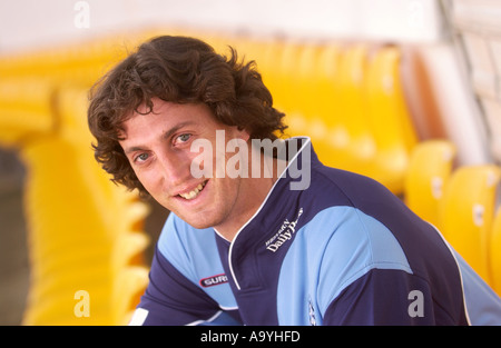 Gloucestershire CCC bowler Jonathan Lewis at their Nevil Road ground in Bristol May 2005 - Stock Photo