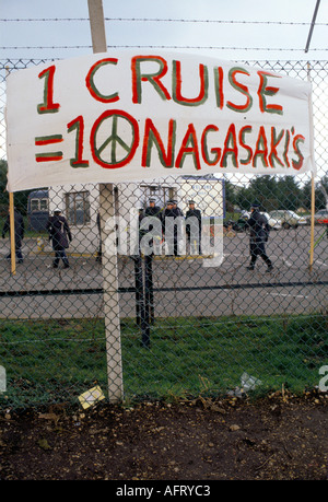 WOMENS PEACE CAMP  BLOCKADE OF AMERICAN USAF  NUCLEAR CRUISE MISSILE AIR BASE AT GREENHAM  COMMON BERKSHIRE ENGLAND. - Stock Photo