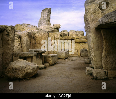 travel /geography, Malta, buildings, Hagar Qim temple, central apse, altars, menhir, oracle room, circa 3200 - 2500 - Stock Photo