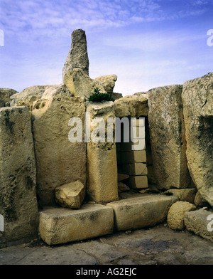 travel /geography, Malta, buildings, Hagar Qim temple, northern wall, menhir, circa 3200 - 2500 B.C., historic, - Stock Photo