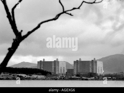 The Magnox twin nuclear reactor at Trawsfynnyd Wales UK closed in 1993 - Stock Photo