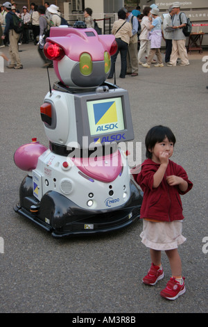 Young girl with a robot at the World Expo 2005 in Japan - Stock Photo