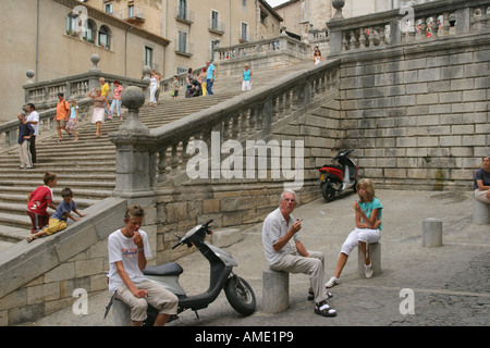 Tourists outside Girona Cathedral, Girona, Catalonia, Spain. August 2006. - Stock Photo