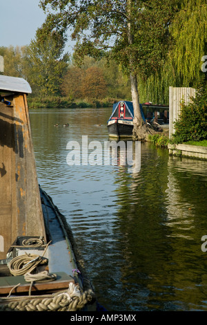 Narrow boats moored at Goring lock on the river Thames in Oxfordshire - Stock Photo