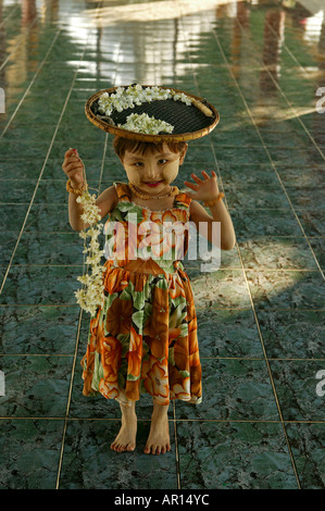 Young flower seller at Kuthowdaw Pagoda, Maedchen verkauft Blumen in Pagode, Mandalay - Stock Photo