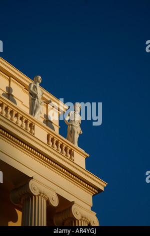Sculptures on top of Cumberland Terrace in Regents Park, London - Stock Photo