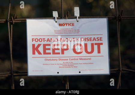 Foot-and-Mouth Disease Keep Out Sign Ripley Surrey UK - Stock Photo