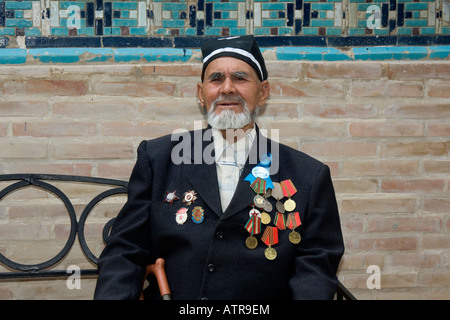 World War II Veteran in the Shahr-I-Zindah (Shahi Sinda) necropolis Samarkand Uzbekistan - Stock Photo