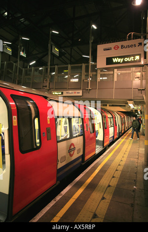 Train arrived at Morden underground station, southern terminus of the Northern Line, London, England, UK, Europe - Stock Photo