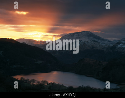 Winter sunset view across Llyn Gwynant, Snowdonia National Park. North Wales - Stock Photo