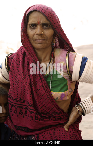 A typically dressed Rajasthani woman in Jodhpur, Rajasthan, India. - Stock Photo