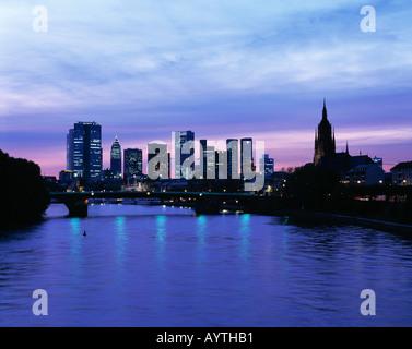 Mainpromenade, Panoramaaufnahme der Skyline Bankenviertel mit Messeturm, Paulskirche und Frankfurter Dom bei Nacht, - Stock Photo