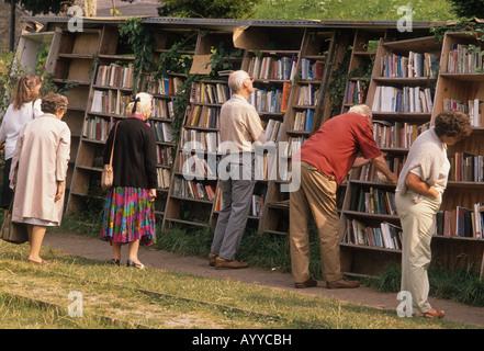 Outdoor bookshop, Hay on Wye - Stock Photo