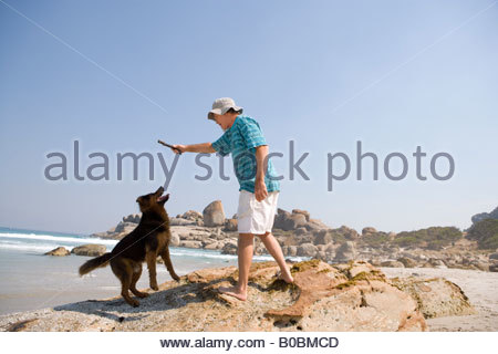 Couple with bicycles in countryside, man drinking from water bottle - Stock Photo