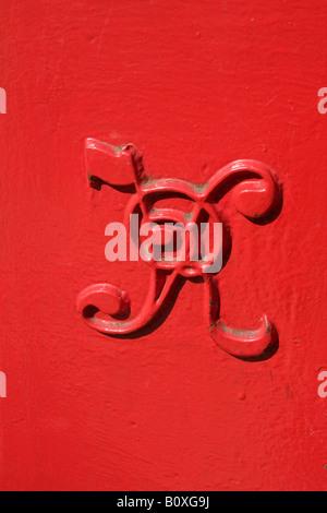 Victorian red post box. Victoria Regina Logo, Closeup. Tenby Pembrokeshire.84281_Victoria Postbox. Vertical - Stock Photo