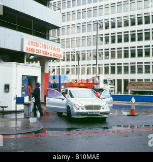 A person worker working at he 'American Carwash' in Shoreditch washing cars in London, England UK  KATHY DEWITT - Stock Photo