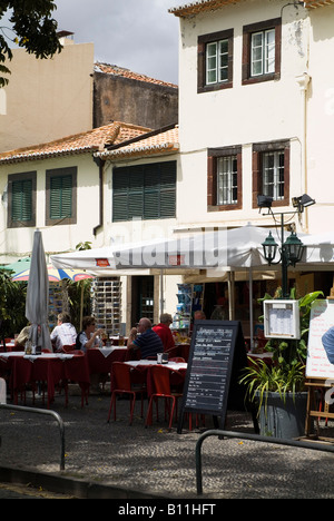 dh Zona Velha FUNCHAL MADEIRA Tourist couple dining at Old Town restaurant outdoors - Stock Photo