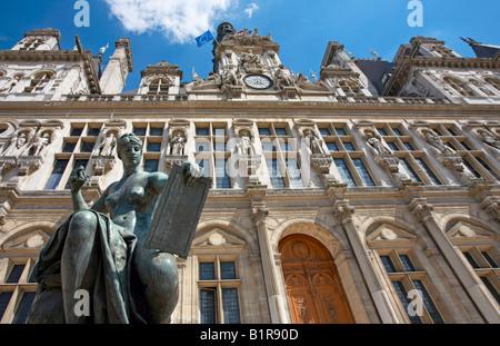 La Science c1882 statue by Jules Blanchard outside Hotel de Ville Paris France - Stock Photo