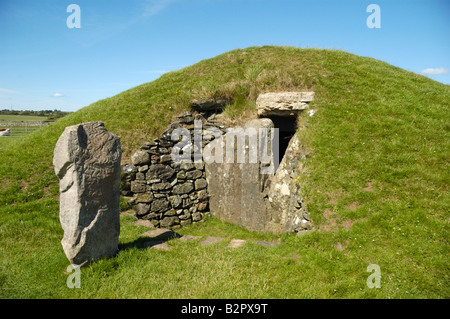 The ancient burial mound of Bryn Celli Ddu Anglesey Wales UK - Stock Photo