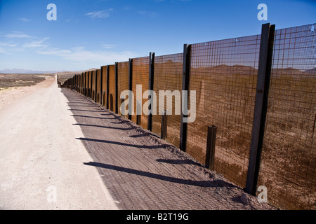 Border fence between Cochise County Arizona USA and Mexico - Stock Photo