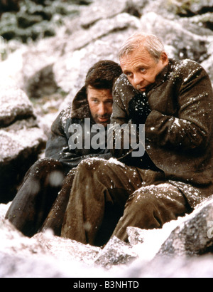THE EDGE 1997 TCF film with Anthony Hopkins at right and Alec Baldwin - Stock Photo