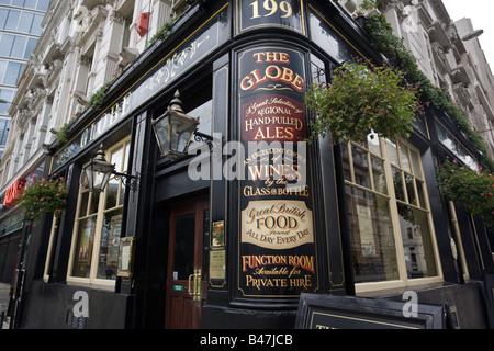 The Globe Public House Moorgate City of London GB UK - Stock Photo