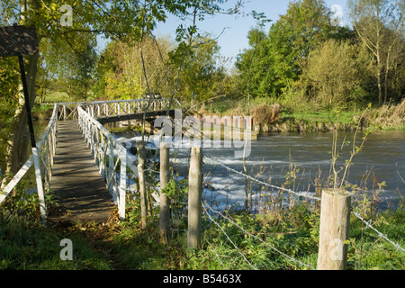 Footbridge over Sulhampstead Weir on River Kennet near Reading Berkshire Uk - Stock Photo
