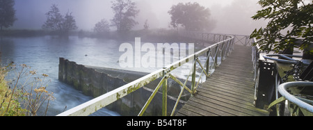 Sulhampstead weir and footbridge over the River Kennet near Reading Berkshire Uk - Stock Photo
