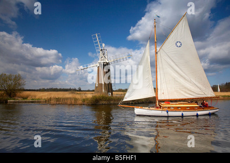 Turf Fen windmill and a traditional sailing boat on the River Ant, Norfolk Broads - Stock Photo