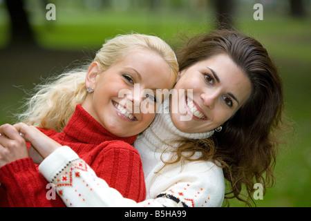 2 Frauen im Herbst, two women in autumn - Stock Photo