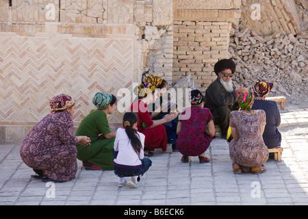 Turkman women pilgrims and shaykh praying at the shrine of Jamal al-Din, Anau, Turkmenistan - Stock Photo