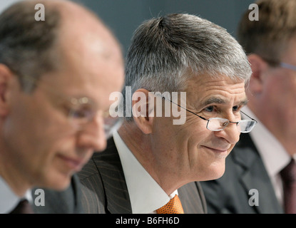 Juergen Hambrecht, Chairman of BASF SE, at right, and Kurt Bock, the Finance Director, during the press conference - Stock Photo