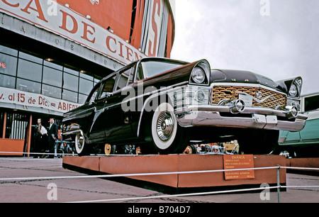 GAZ Chaika Mk 1 car at a Russian trade expo in Mexico City, c. 1966 - Stock Photo
