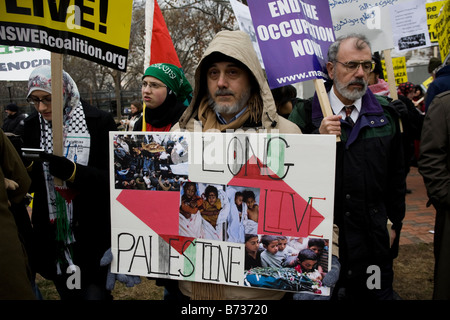 Palestine supporters march in Washington DC - Stock Photo