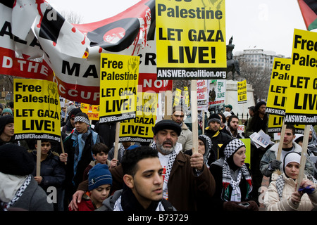 Palestinian supporters march in Washington DC - Stock Photo