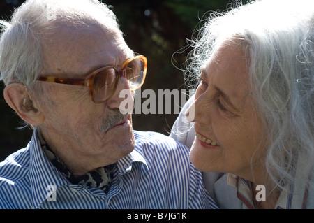 The veteran Picture Post photographers Grace and Thurston Hopkins - Stock Photo