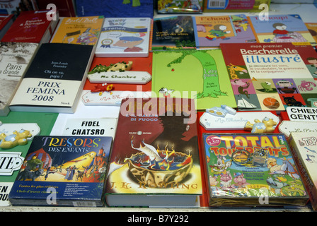 Harry Potter and the Goblet of Fire in Italian and French language books in the window of The Librairie de France - Stock Photo