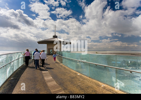 SOUTHEND ON SEA OBSERVATION TOWER LIFT, WHICH TAKES VISITORS FROM THE TOWN TO THE SEAFRONT WITHOUT HAVING TO USE - Stock Photo
