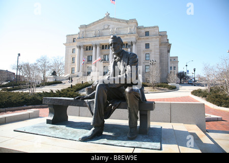 Bronze Statue of President Abraham Lincoln in front of Essex County Courthouse, Newark, New Jersey. USA usa america - Stock Photo