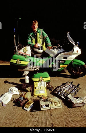 WATERLOO AMBULANCE SERVICE LONDON 1994 A motorcycle paramedic with his bike and equipment he carries at the Waterloo - Stock Photo