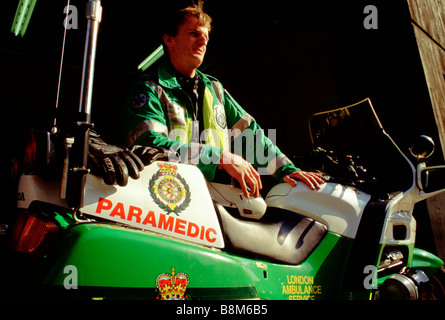 WATERLOO AMBULANCE SERVICE LONDON 1994 A motoorcycle paramedic with his bike at the Waterloo headquaters - Stock Photo