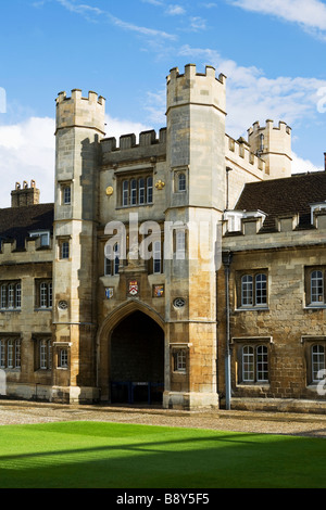 Queen's gate Trinity College Cambridge - Stock Photo