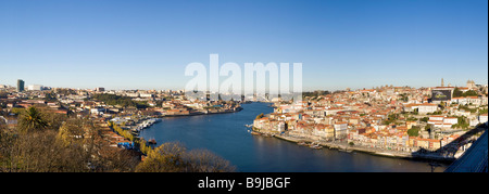 View from district Vila Nova de Gaia to the Old Town of Porto with River Rio Duoro, at the back Ponte de Arrábida - Stock Photo