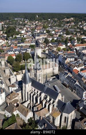 France, Essonne, Chevreuse Valley, Dourdan, Saint Germain l' Auxerrois Church and the feudal castle (aerial view) - Stock Photo